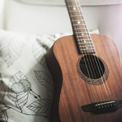 Thumb400 guitar 1836655 640